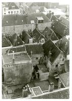 F011289 Daken van de woonhuizen en winkels aan weerszijde van de Broederstraat en omgeving rond de Nieuwe Toren.