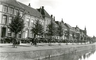 F013019 Optocht van auto's op de Burgwal ter gelegenheid van een jubileum van het S.R.O.J.