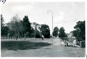F002325-01 Werkzaamheden verbetering Bovenhaven - IJsseldijk 1955. De oude toestand in 1954 van de IJsseldijk bij de ...