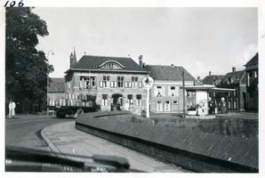 F002325-02 Werkzaamheden verbetering Bovenhaven - IJsseldijk dec. 1955. De IJsseldijk voor de renovatie bij de ...