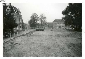 F002325-19 Werkzaamheden verbetering Bovenhaven - IJsseldijk, april 1955. Caltex vergat een tank uit te graven op de ...