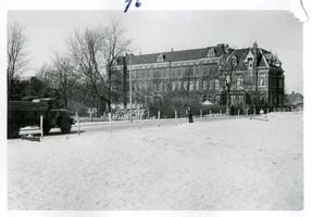 F002325-21 Werkzaamheden verbetering Bovenhaven - IJsseldijk, april 1955. De nieuwe IJsseldijk, kijkend op de lyceum en ...