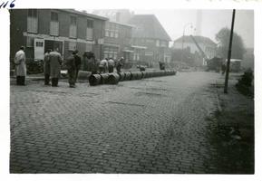 F002325-22 Werkzaamheden verbetering Bovenhaven - IJsseldijk, oktober 1955. Wegwerkzaamheden op de IJsseldijk nabij de ...