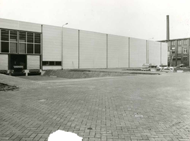 F009549 Uit het fotoalbum van de fam. Berk.Het nieuwe magazijn gebouw op het terrein van Berk Kampen B.V.