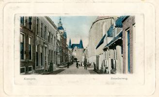 F000227 Broederweg met Doopsgezinde Kerk en hotel De Poort van Cleef, later Theologische Hogeschool, en de Broederpoort.