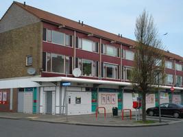 F013078 Winkelcentrum Hanzewijk aan de Dr. Damstraat in 2008, voor de sloop van de wijk.