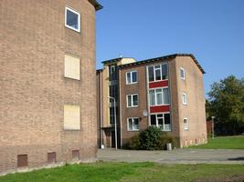 F013088 De hoekzijde van de flats in de Skonenvaarderstraat, gezien vanuit de Dr. Damstraat in de periode 2007-2008 ...