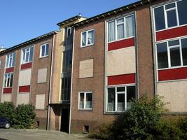 F013089 Flatwoningen in de Sint Olafstraat in de periode 2007-2008, voor en tijdens de sloop van de wijk.