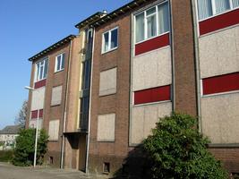 F013090 Flatwoningen in de Sint Olafstraat in de periode 2007-2008, voor en tijdens de sloop van de wijk.