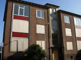 F013091 Flatwoningen in de Sint Olafstraat in de periode 2007-2008, voor en tijdens de sloop van de wijk.