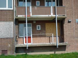 F013093 Achter- en balkonzijde van de flatwoningen in de Sint Olafstraat in de periode 2007-2008, voor en tijdens de ...