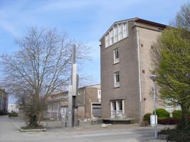 F013100 Hoek Dr. Damstraat - Skonenvaardersstraat met uitzicht op de voormalige LTS voor en tijdens de sloop van de ...