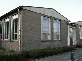 F013113 De gevelzijde van de voormalige LTS aan de Ommelandsingel voor en tijdens de sloop van de school/Hanzewijk. In ...