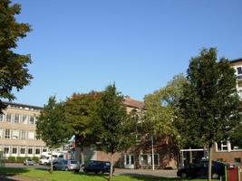 F013115 Hoek Hanzelaan - Dr. Damstraat in 2007, links de voormalige LTS voor en tijdens de sloop van de ...