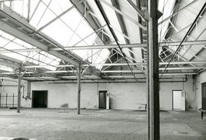F009597 De verlaten draaierij na de sluiting van de Koningklijke Kamper Emaillefabriek Berk in het jaar 2000.