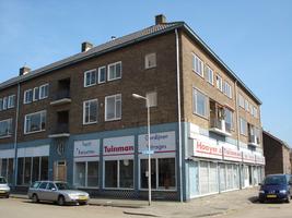 F013147 Woonflat op de hoek Rondweg en de J.H. Kokstraat, op de begane grond de woon-inrichtingszaak van Hooyer en ...