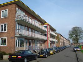 F013156 Voorzijde van de woonflats aan de Arent toe Boecopsingel in de Hanzewijk.