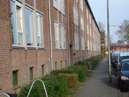 F013157 Voorzijde van de woonflats aan de Arent toe Boecopsingel in de Hanzewijk.