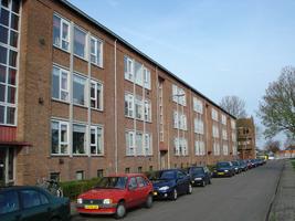 F013158 Voorzijde van de woonflats aan de Arent toe Boecopsingel in de Hanzewijk.
