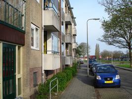 F013162 De voorzijde van een woonflat aan de Arent toe Boecopsingel in de Hanzewijk.