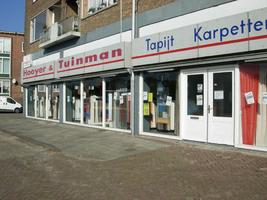 F013165 Woning inrichtingszaak Hooyer en Tuinman aan de Rondweg in de Hanzewijk (voorheen was hier garage van Winsum ...