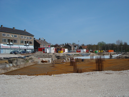 F013167 Aanvang van de bouw van de zogenaamde Trimaran woonflats aan de Rondweg in de Hanzewijk.