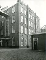 F004450 Achterzijde en binnenplaats van de J.B. van Heutszkazerne aan de Oudestraat.