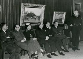 F003219 Op donderdagmiddag, 18 okt. 1952 brachten een aantal Engelse Parlementsleden, in gezelschap van een aantal ...