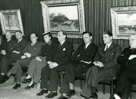 F003220 Op donderdagmiddag, 18 okt. 1952 brachten een aantal Engelse Parlementsleden, in gezelschap van een aantal ...