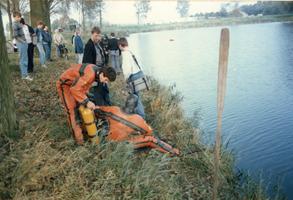 F012859 Opsporing explosieven in Blazerkolk nabij splitsing Venedijk Noord/Slaper door duikers van de opruimingsdienst ...