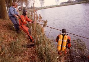 F012861 Opsporing explosieven in Blazerkolk nabij splitsing Venedijk Noord/Slaper door duikers van de opruimingsdienst ...