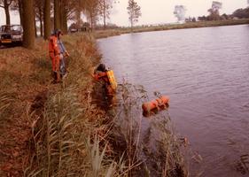 F012862 Opsporing explosieven in Blazerkolk nabij splitsing Venedijk Noord/Slaper door duikers van de opruimingsdienst ...