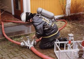 F010694 De vrijwillige brandweer van IJsselmuiden werd in 1985 bij de gewestelijke wedstrijden te Zwolle als tweede ...
