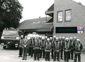 F010702 De vrijwillige Brandweer van IJsselmuiden.(uiterst rechts P. v.d. Wetering).