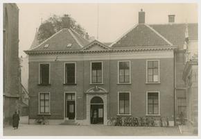F001005 Westgevel van de Hoofdcursus aan de Koornmarkt, De hoofdcursus nam haar intrek in 1883, daarvoor was er de ...