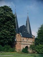 F013238 De Cellebroederspoort, één van de drie laat middeleeuwse stadspoorten die vandaag de dag de stad nog steeds sieren.