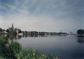 F013252 Het Kamper stadsfront, van St. Nicolaas- of Bovenkerk tot Buitenkerk.
