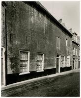 F000881 Het Soete Naeme Jesus (wees-) huis voor de restauratie, het werd gesticht in 1539 door Johan Evertsz a (=van) ...