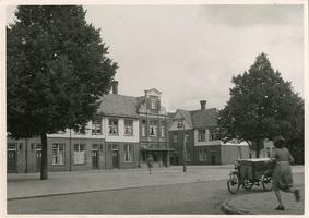 F000143 Begijneplein in Brunnepe, het plein is genoemd naar de veronderstelde aanwezigheid van begijnen in de 15e en ...