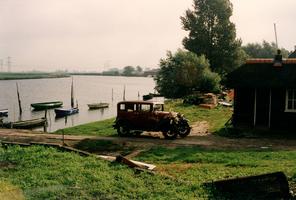 F013324 Het veerhuis in Grafhorst, het veerhuis stamt van 1932. Het pontveer Grafhorst-Kampereiland werd op 1 februari ...