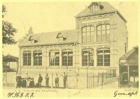 F012093 Voormalige Raadkamer annex openbare lagere school te Grafhorst begin deze eeuw. De Raadkamer van de toen nog ...