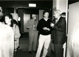 F008850 Afscheid van de dhr. Grooten, gemeentearchivaris van Kampen (rechts op de foto), 2e van links zijn opvolger D. ...