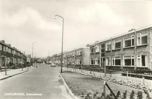 F013268 De Schoutstraat in IJsselmuiden.