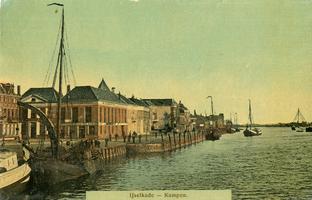 F013344 Zeilschepen aan de IJsselkade.