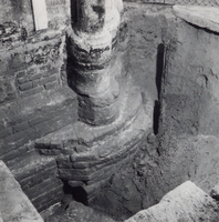 F013349 Serie foto's van opgravingen in de Bovenkerk door G. D. v.d. Heide, waarbij het oudste van de tufstenen kerk in ...