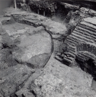 F013353 Serie foto's van opgravingen in de Bovenkerk door G. D. v.d. Heide, waarbij het oudste van de tufstenen kerk in ...