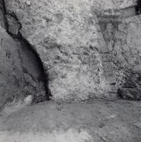 F013357 Serie foto's van opgravingen in de Bovenkerk door G. D. v.d. Heide, waarbij het oudste van de tufstenen kerk in ...