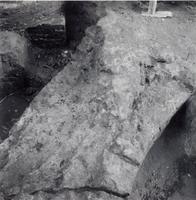 F013359 Serie foto's van opgravingen in de Bovenkerk door G. D. v.d. Heide, waarbij het oudste van de tufstenen kerk in ...