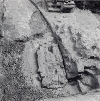 F013361 Serie foto's van opgravingen in de Bovenkerk door G. D. v.d. Heide, waarbij het oudste van de tufstenen kerk in ...