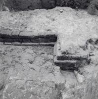 F013362 Serie foto's van opgravingen in de Bovenkerk door G. D. v.d. Heide, waarbij het oudste van de tufstenen kerk in ...